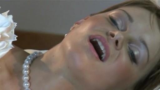 Невеста трахается с другим,прямо в день свадьбы / Jenny Baby / 2009 / DVDRip